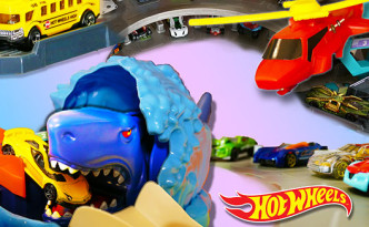 Hot Wheels ULTIMATE Garage, it's a GIANT Track - Kid Toys Are Fun