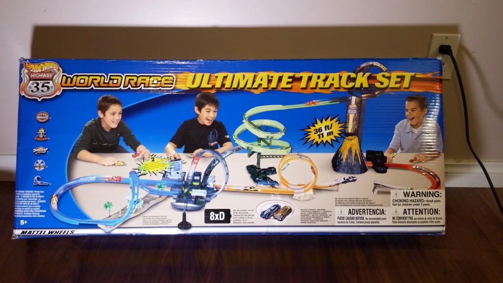 Hot Wheels Highway 35 Ultimate Track Set - The box.